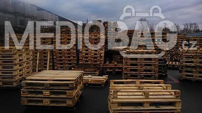 Dřevěná paleta MIX rozměrů - AKCE !!!, Odběr od 50ks - sleva 35Kč/ks+DPH ! Informace na telefonu 775 330 555. - 3